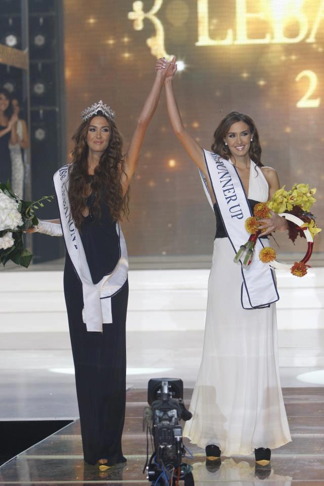 ملكة جمال لبنان 2012 أحدثت ضجة حين فازت الشقيقتين التوأمين باللقب وبالوصيفة الأولى رومي أن رينا (1)