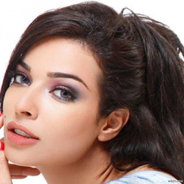 نادين نسيب نجيم أجرت بعض التحسينات على وجهها لكن لا تجميل مع المشرط