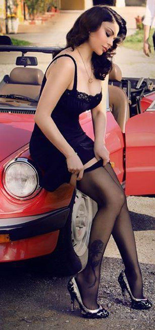 هيفاء وهبي بثياب داخلية على الطريق بعد الشهرة