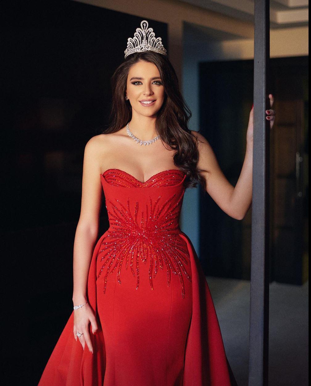 ملكة جمال لبنان 2017 بيرلا حلو