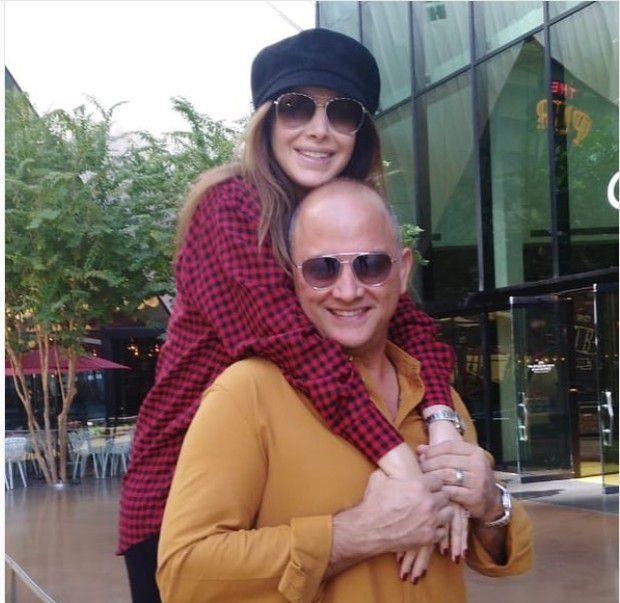 زوج نانسي يحملها ويبدو وكأنه والدها! - صورة