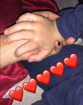نادين نسيب نجيم يداً بيد مع ابنها - صورة