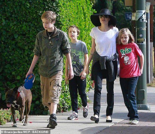 ابنة أنجلينا جولي تحولت ذكراً!
