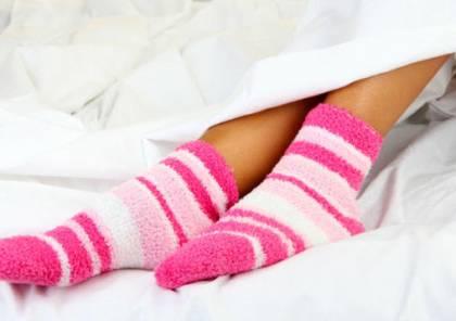د.وليد أبو دهن: ارتداء الجوارب أثناء النوم يحسن الأداء الجنسي