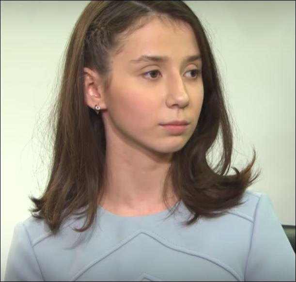 بوتين ماذا يحب والمذيعة تفتح ساقيها - فيديو