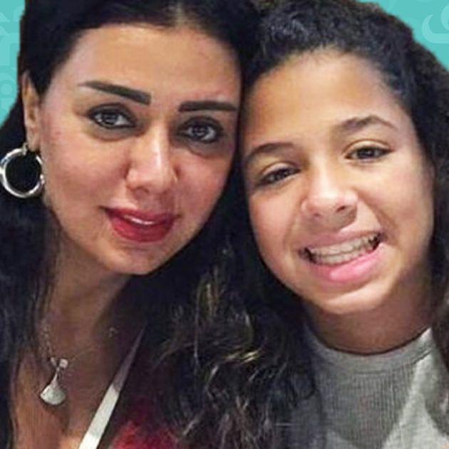 رانيا يوسف: ابنتي تعرضت لمضايقات وبكت بسبب الفستان!