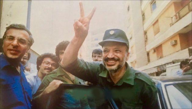 ياسر عرفات يودع بيروت العام 1982