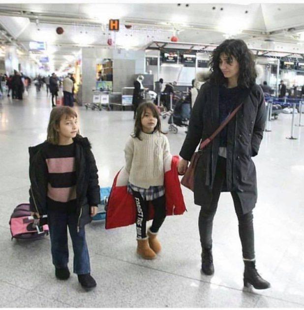 التركية لميس مع ابنتيها - صورة