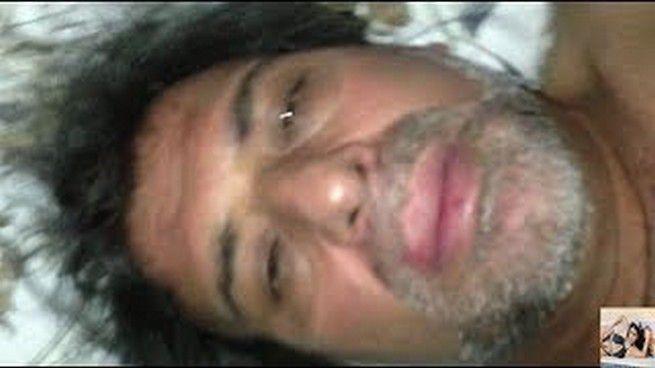 هنا أخطأ خالد وصور نفسه للحظات قبل أن يوجه الكاميرا لرنا الهويدي
