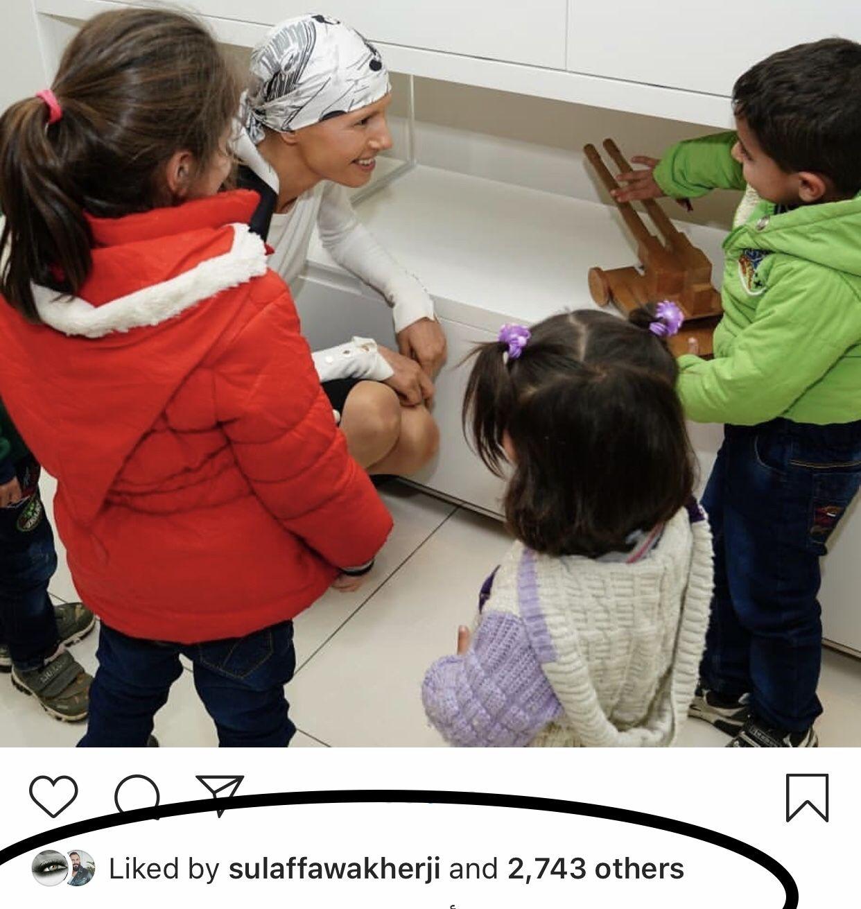 أسماء الأسد تركع للأطفال لتسمع شكواهم