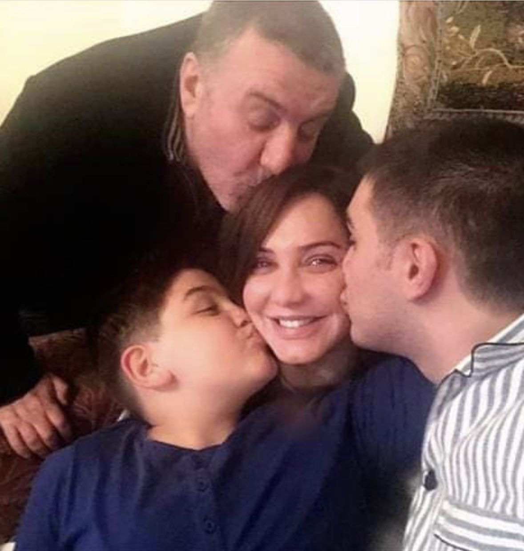 وائل رمضان لسلاف فواخرجي تستحقين حبا وحبا وحبا صورة مجلة الجرس