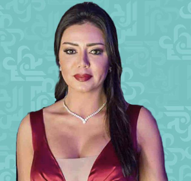رانيا يوسف لم تنتبه لصدرها وضحية صورة مسربة