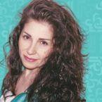 الممثلة السورية المعارضة هربت من سوريا وارتدت الحجاب