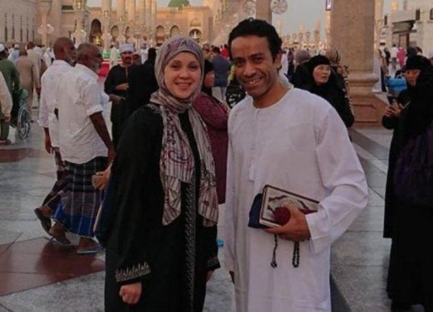 سامح حسين وزوجته في العمرة - صورة