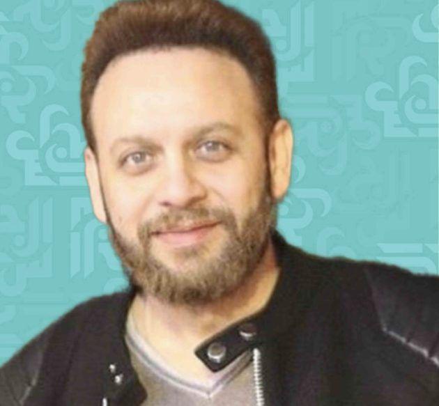مصطفى قمر مع زوجته الثانية المحجبة؟ - صورة
