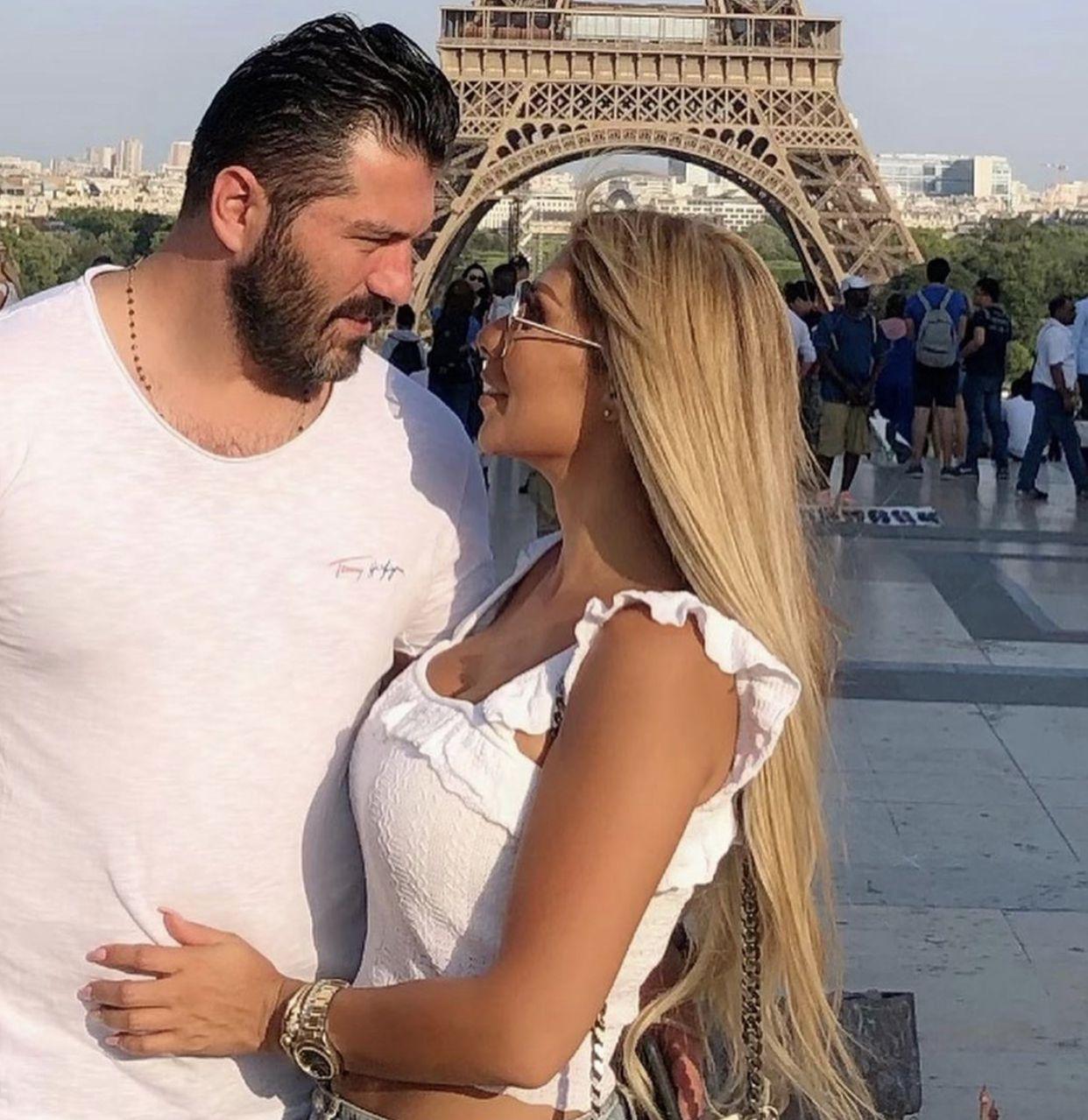 يزن السيد بصورة رومانسية مع زوجته
