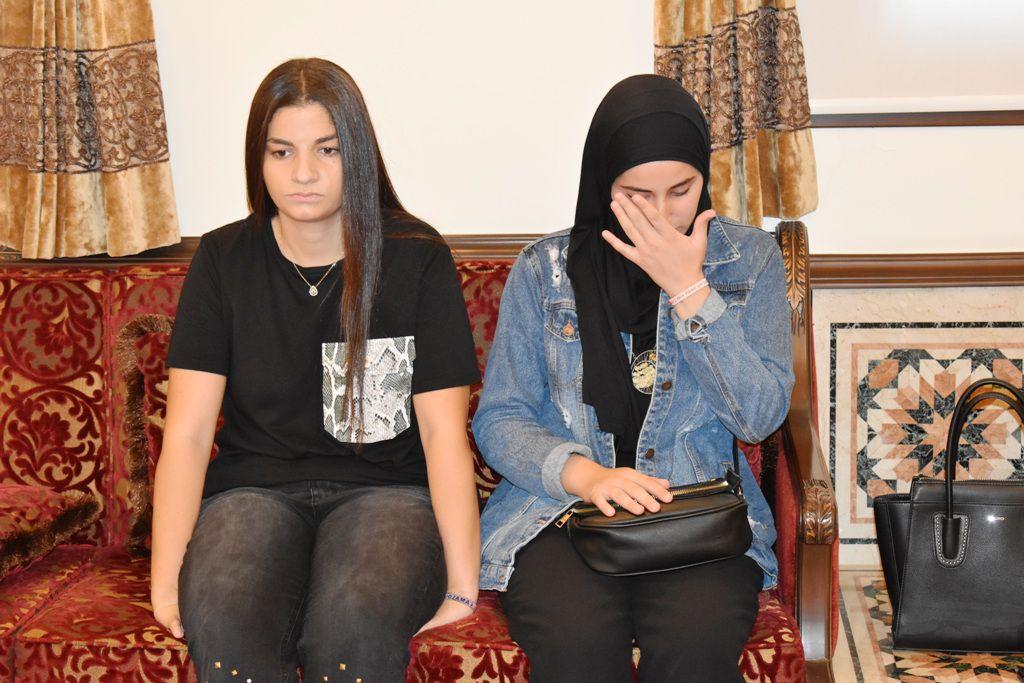 طالبة سمر الأحمدية تبكي عليها