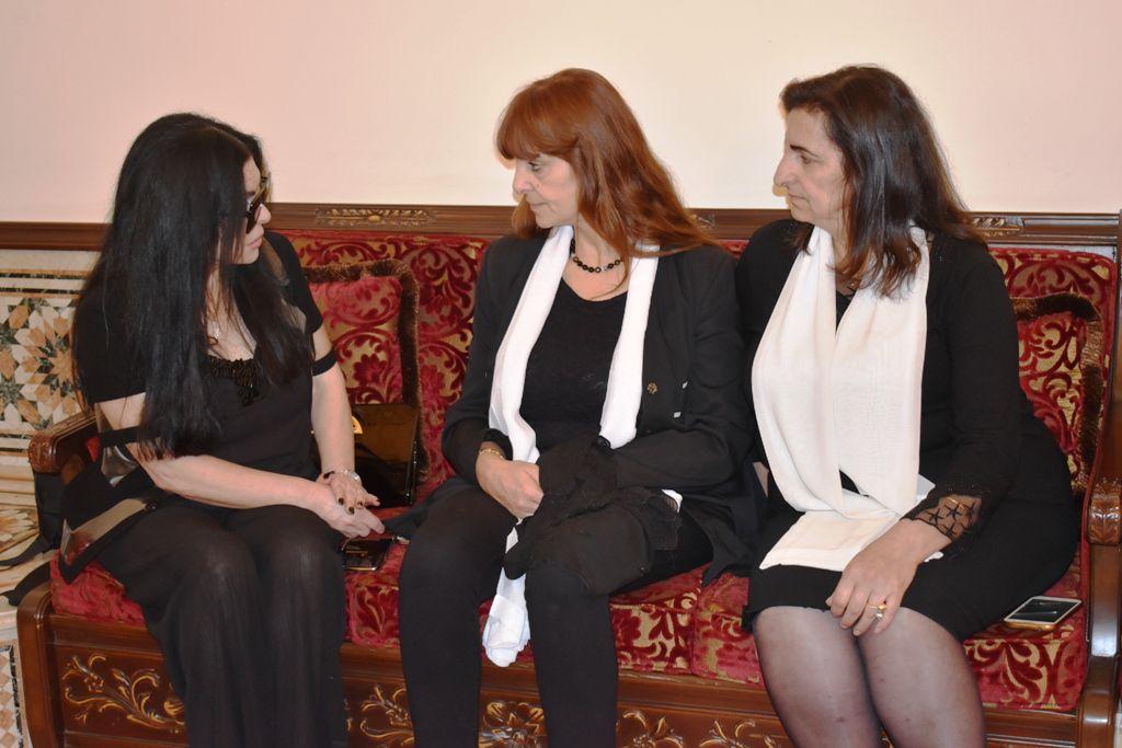 مديرة مدرسة صوفر الرسمية هيام الأحمدية، والدتورة سلوى الأحمدية والزميلة نضال الأحمدية