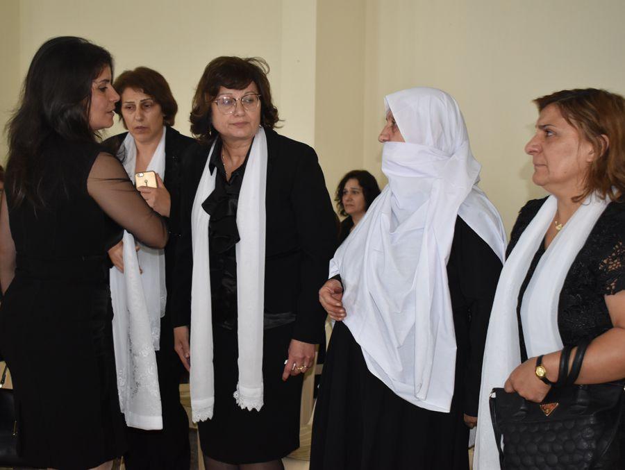 الأستاذة ريما زوجة د.حكمت الأحمدية شقيق الراحلة تستقبل التعازي