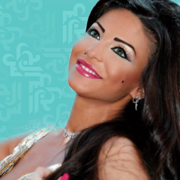 دولي شاهين تنشر جسدها وقدميها - صور