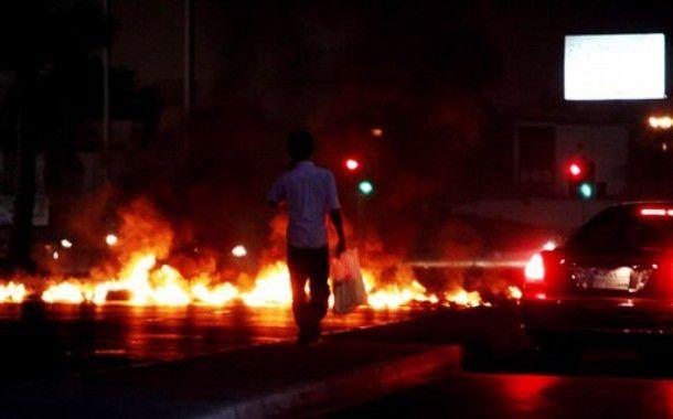 حرق بنك الموارد في وسط بيروت - فيديو