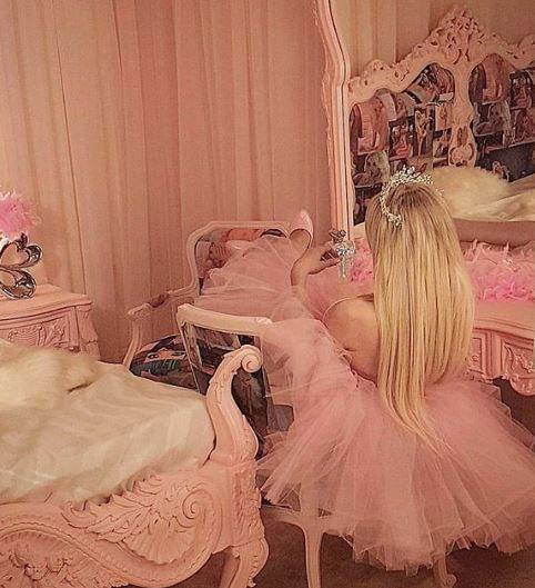 ميريام كلينك من غرفة نومها