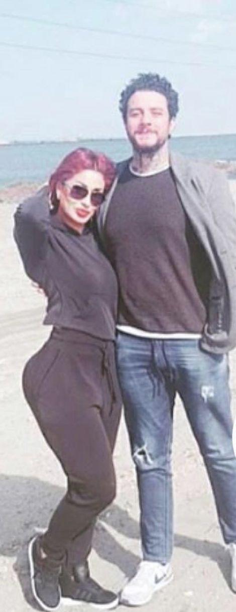 أحمد الفيشاوي وزوجته ومؤخرتها الإصطناعية