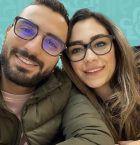 أول صورة لزوجة محمد شرنوبي من شهر العسل ولم يظهر!