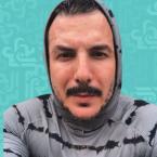 باسل خياط بالقبعة وهل تؤدي إلى الصلع؟ - صورة
