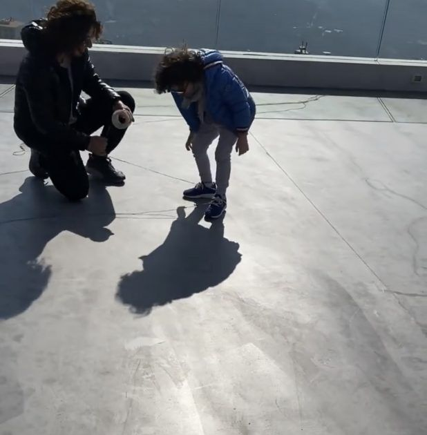 ميريام فارس مع ابنها كالطفلة - صورة