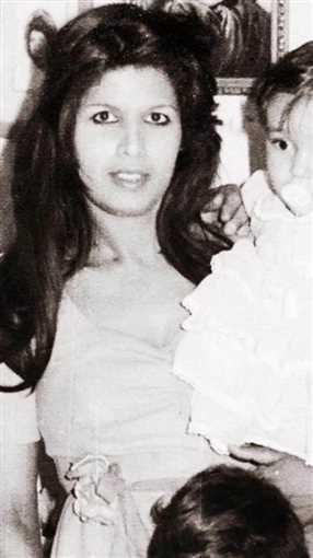 والدة ياسمين عبد العزيز
