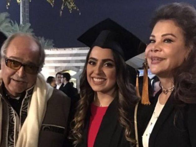رجل الاعمال الراحل مع زوجته صفاء وابنتهما