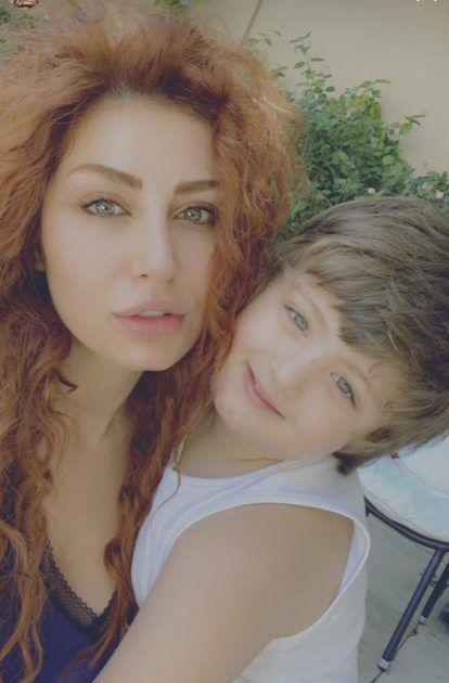 هبة نور مع ابن شقيقها