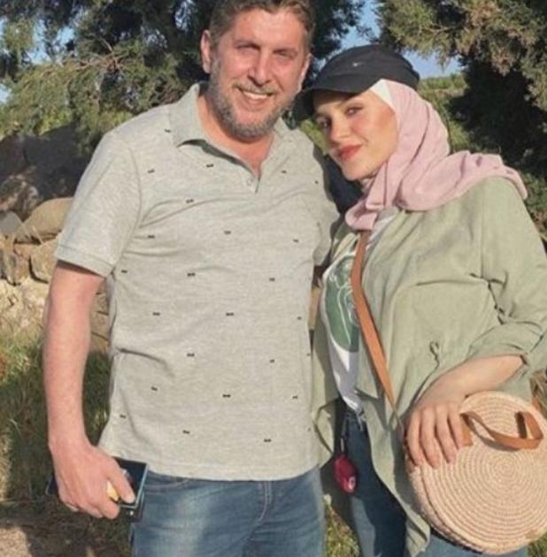 محمد قنوع مع ابنته بالحجاب