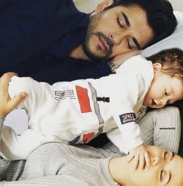 بوراك مع زوجته وابنه على التخت