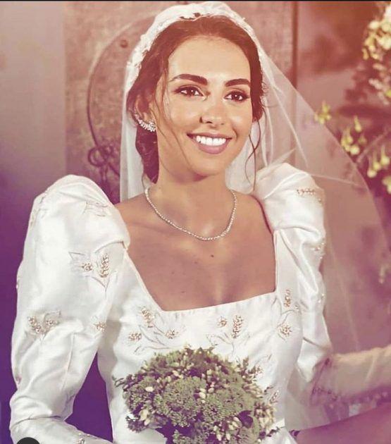 فاليري أبو شقرا تحتفل بزفافها وفستانها يخطف الأنظار - صورة