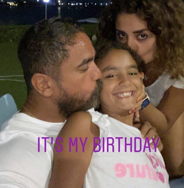 أمير كرارة وزوجته يحتفلان بابنتهما - صورة