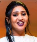 مئات السودانيين يتحرشون بمغنية بعد إنتهاء حفلها - فيديو
