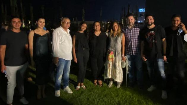 ابنة رجاء الجداوي مع فريق عمل الفيلم