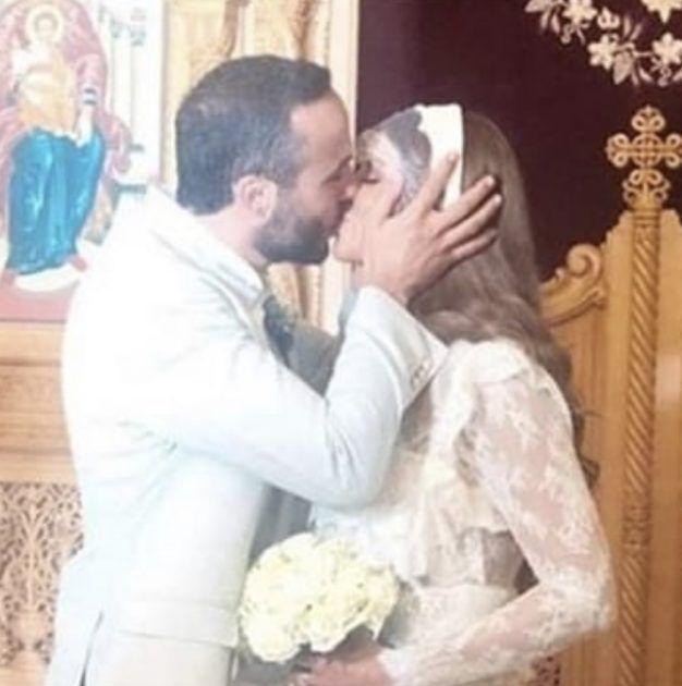 كارلا حداد تقبل زوجها الجديد بفمه