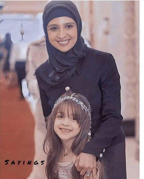 حنان الترك مع إبنتها
