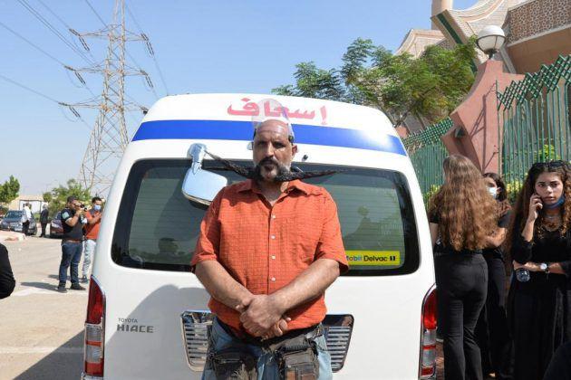 سيارة الإسعاف التي نقلت جثمان الراحل