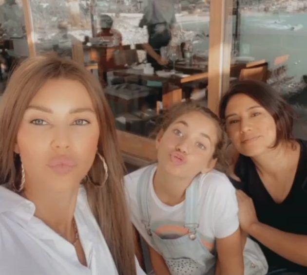 كارلا حداد مع ابنتها