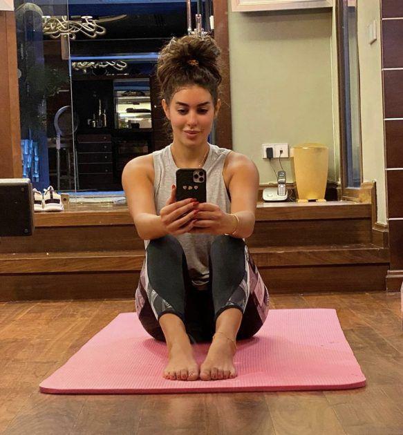 ياسمين صبري تمارس الرياضة
