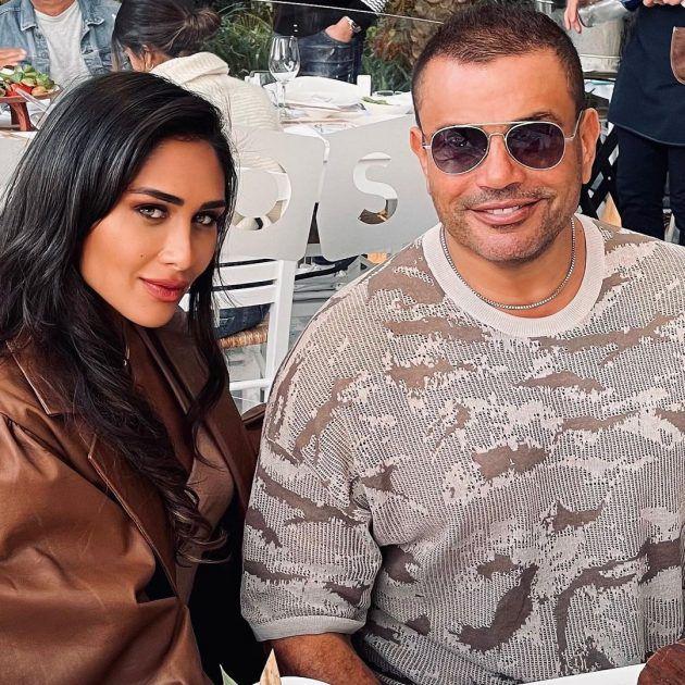 عمرو دياب يثير الجدل مع امرأة جميلة - صورة