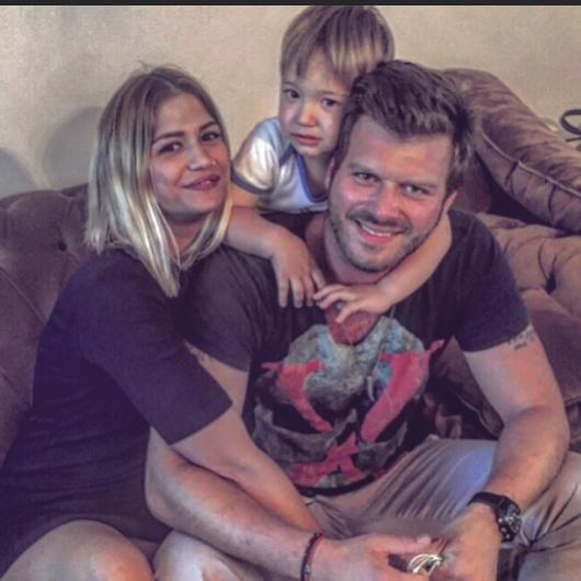 كيفانش تاتليتوغ مع شقيقته وابنها