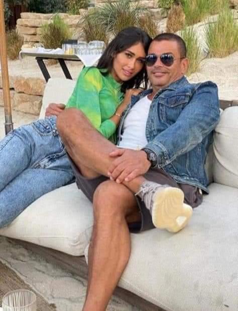 أحضان ولقطات حميمية بين عمرو دياب وإنجي كيوان - صور