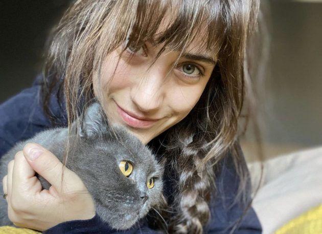هازال كايا مع قطتها