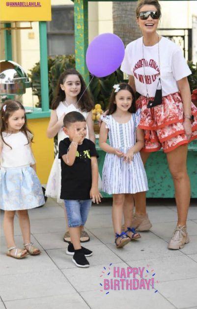 أنابيلا هلال مع أولادها