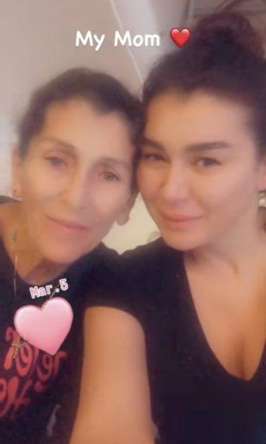 نادين الراسي ووالدتها